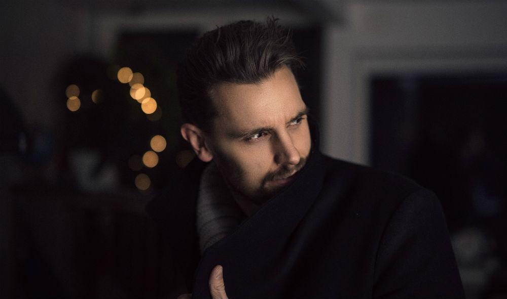 Tips For Silver Hair On Men